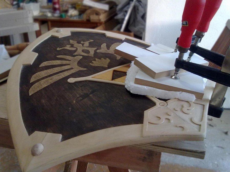 巴西木工艺者纯手工制作《塞尔达》海拉尔盾