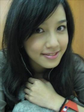 李毓芬担任模特儿,演员,歌手,有「小徐若瑄」封号.