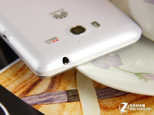 耳机接口在华为荣耀爱享版机身顶部-机身四周按键接口设计十分简洁