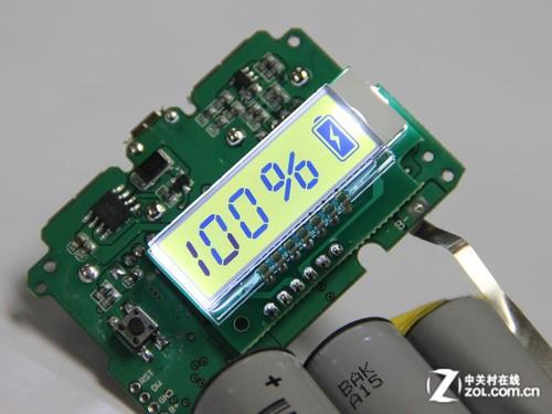 连接在电路板上的显示屏