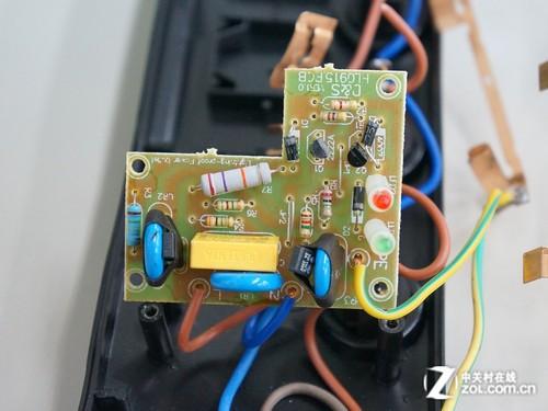 四个蓝色开关内置蓝色led指示灯,起到不错的提示作用.