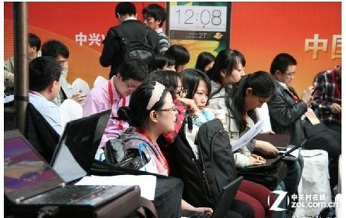 千元四核酷派春雷MAX 7295首销日破3万台