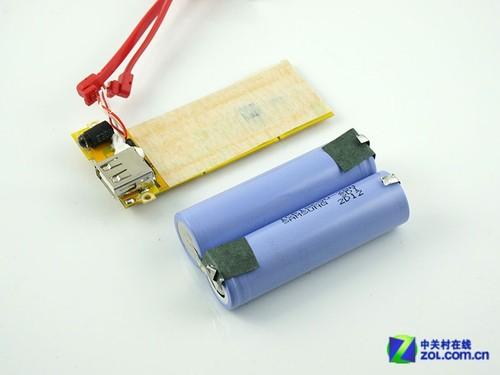 其中电线前方较小的电路板直接与usb输出接口和led照明灯进行连接,在