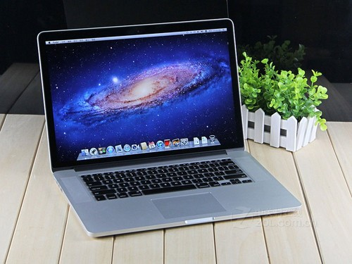商家低价抛售R屏Macbook Pro_4月苹果热文盘点:看Macbook的前世今生