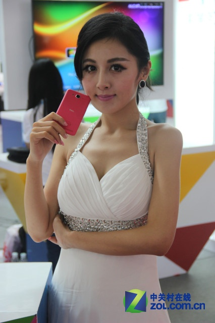 百花齐放2013天翼美女盘点手机交易被动漫美女缠住_魅族图片