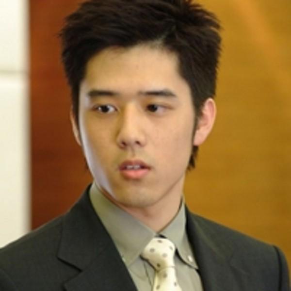 傻傻的又那么活泼帅气_台湾男演员胡宇崴qq头像