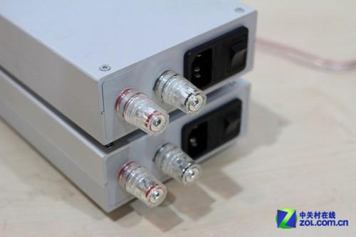 单声道功放背面接线柱和电源部分