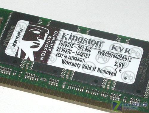 金士顿512MB DDR400内存规格标签   金士顿512MB DDR400内存产品编号为KVR400X64C3A/512,设计容量为512MB,工作频率为DDR400(等同于PC-3200),工作电压为2.6V,整个模组封装于中国台湾。