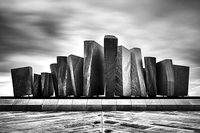 品展——黑白建筑物