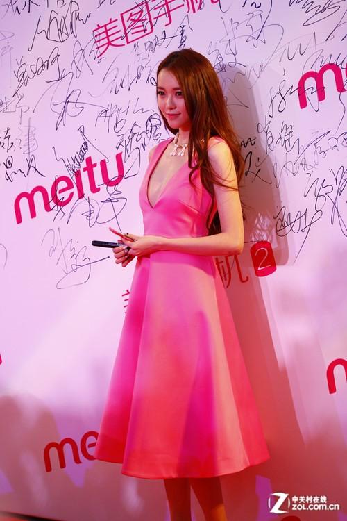 林志颖Angelababy现身 美图手机2发布