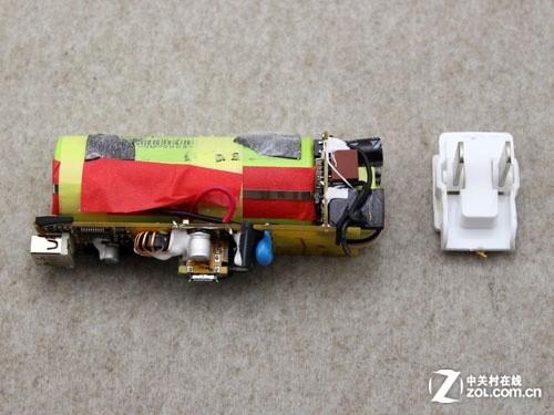 焊接在电路板上,可以直接将移动电源插在电源上充电