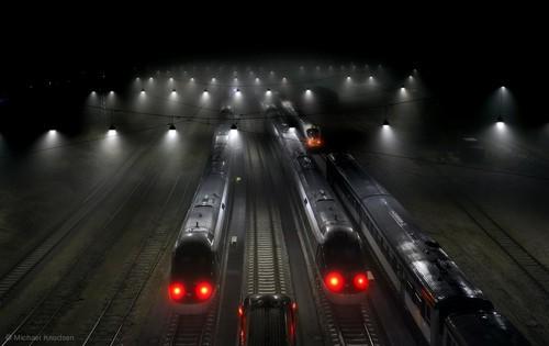 日常景物另一面 犹如科幻片的火车站台