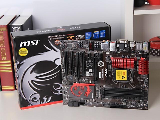 微星B85-G43 GAMING是一款可以通过更新BIOS版本进行破解超频的游戏主板,其中在CPU核心供电部分,主板提供了6+1相的军规铁素体供电,这无疑给超频打下了坚实的基础。而购买该主板的玩家,还可以通过微星官网下载特定支持超频版本的BIOS,从而实现搭配奔腾G3258超频组建高性价比的游戏平台。更好的网络带宽处理能力降低线上游戏的网络延迟,带来没有丝毫卡顿的游戏体验。该主板采用6相高品质全固态电容供电设计,为游戏平台带来了绝佳的稳定性。同时,主板采用ATX大板型PCB制造,进一步增强了平台的散热能力