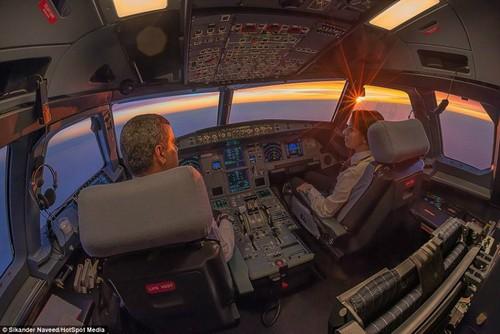 飞机驾驶舱的别样景色-中关村在线