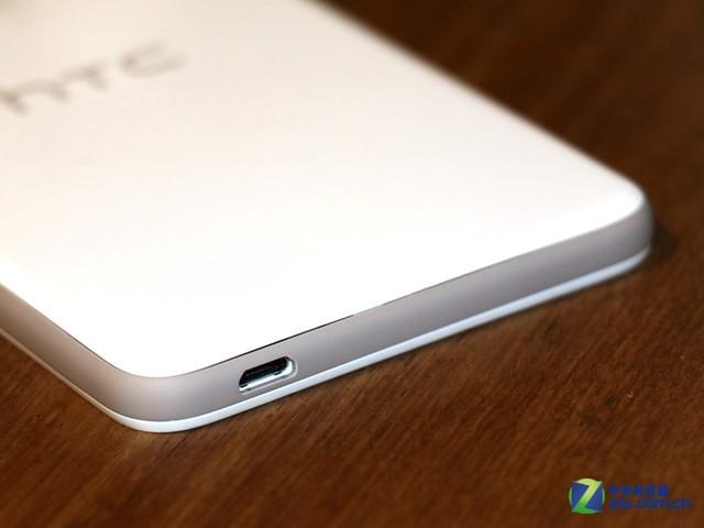 在整体设计上不同颜色的HTC Desire 826没有什么区别,差异主要在不同的撞色风格。