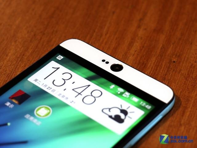 HTC Desire 826在外观方面采用了与Desire EYE近似的撞色highlight风格,前置摄像头位于正中的位置,在国内上市时,前置摄像头方面有UltraPixel与常规1300万像素两种可选。