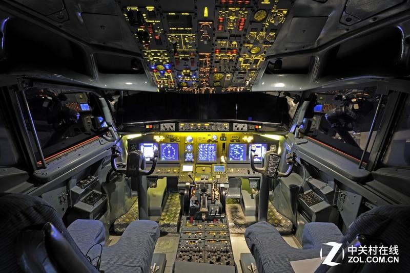 737飞机驾驶舱中