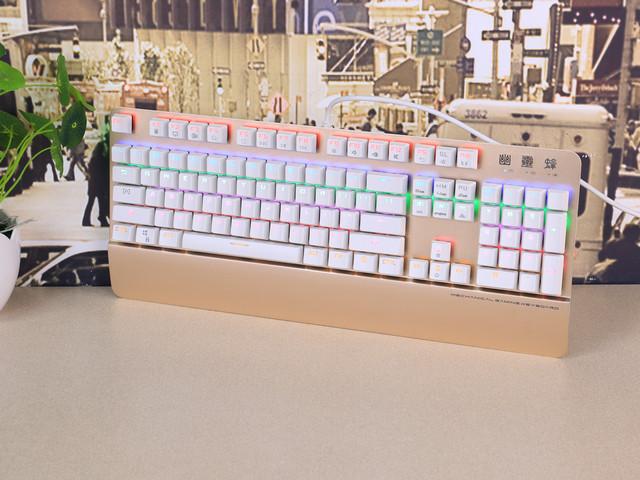 键盘采用悬浮无边框设计