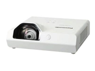 教室短焦投影机选择松下 XW3360ST