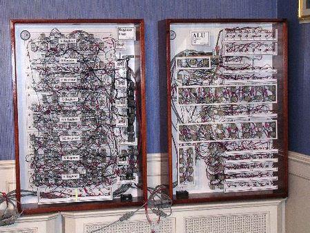 最疯狂DIY 用数千继电器自制8位电脑!