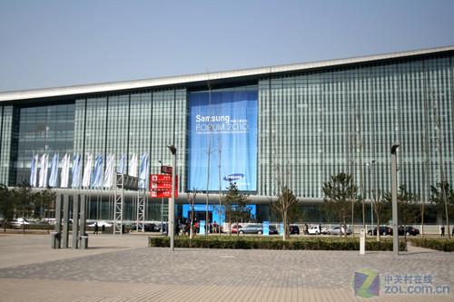 冯小刚共同见证 三星3D电视中国首发