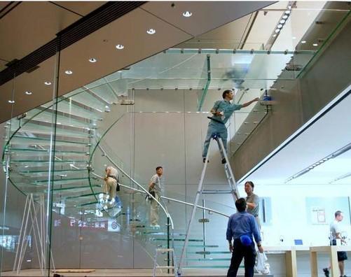 苹果上海店奢华 外墙玻璃单块150万元