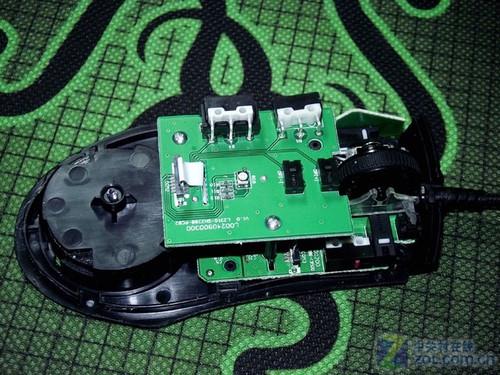 m8000x鼠标采用了中高端鼠标三块电路板设计方案