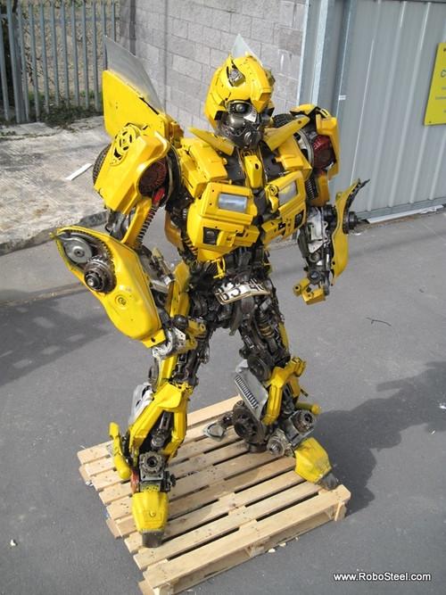 废车变身变形金刚 牛人手工打造大黄蜂图片