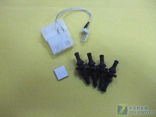风扇提供了减震钉,d口转接线,按钮贴纸,可以算是十分齐全.