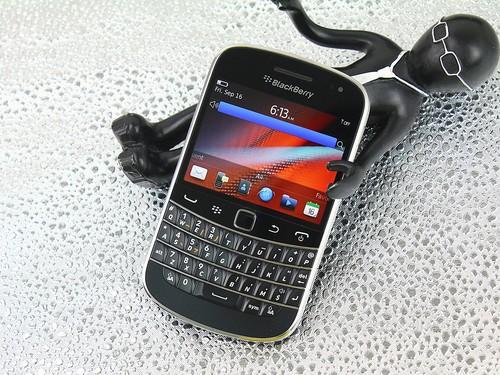 黑莓 9900 黑色 外观图