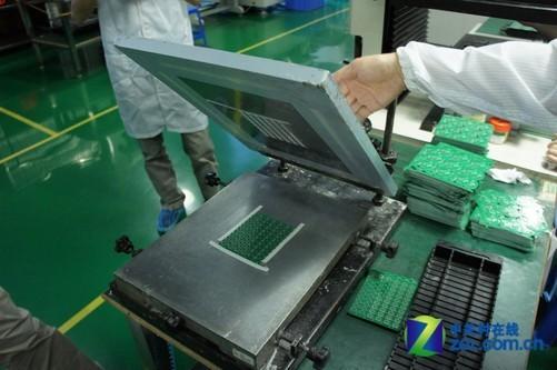 smt无尘车间——电路板焊接实现全程自动化