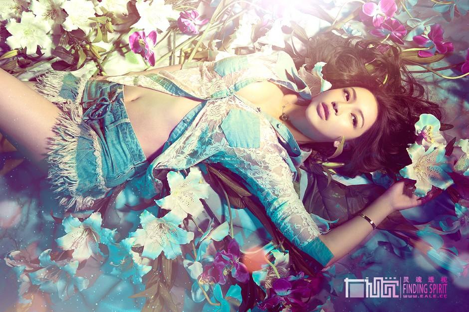 图】醉倒在花海里性感美女唯美私房摄影 ZOL