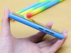 诺基亚 N9 蓝色 侧面图
