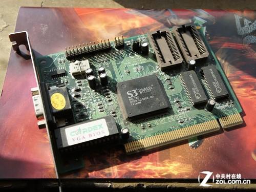 ISA接口的声卡   如果如PCI还得以保留,那么这块声卡的ISA插槽还有多少人记得呢?1997年的主板芯片停留在440BX时代,大部分产品都采用了Intel原厂设计,做工,用料跟现在的军规用料相差甚远。但价格,你懂的。这正印证了Intel摩尔定律,18个月计算机晶体管数量增加1倍,价格减少一半。