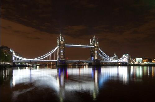 【高清图】灯华丽绚烂夜景 伦敦塔桥亮led迎奥运图片