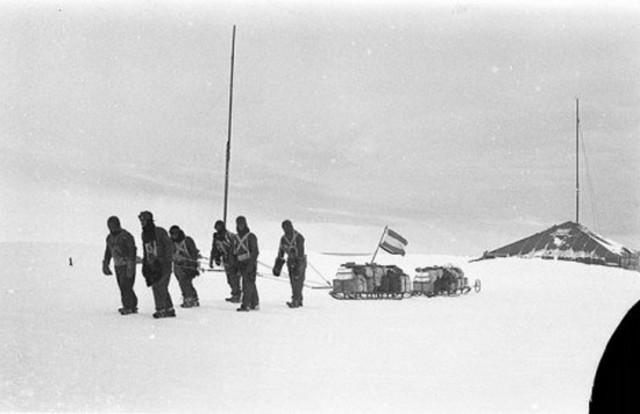 1911年,澳大利亚地质学家道格拉斯·莫森和他的科学家探险队从