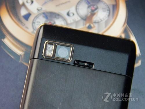 飞利浦w930同样是一款面向商务人士的智能手机,它的黑色机高清图片