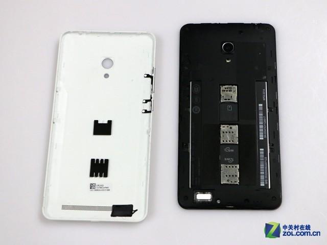 """拆开之后我们能看到华硕ZenFone 6独特的卡槽设计,它的双SIM卡槽和Micro SD卡槽都""""贴""""在后置电池上。"""