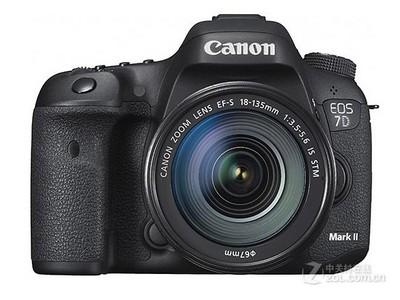 顺丰包邮!佳能 7D Mark II套机(18-135mm STM):8700元,搭配15-85ISUSM镜头:10400元,单机仅售:6800元。
