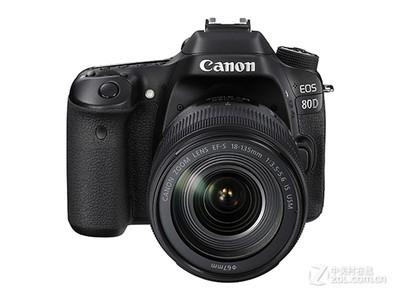 顺丰包邮,一年联保!佳能 80D套机EF-S 18-135mm IS USM官方标配:7100元,单机:5400元,搭配18-200IS镜头:7400元。