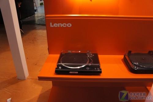 十足复古风! Lenco展台惊现黑胶唱机